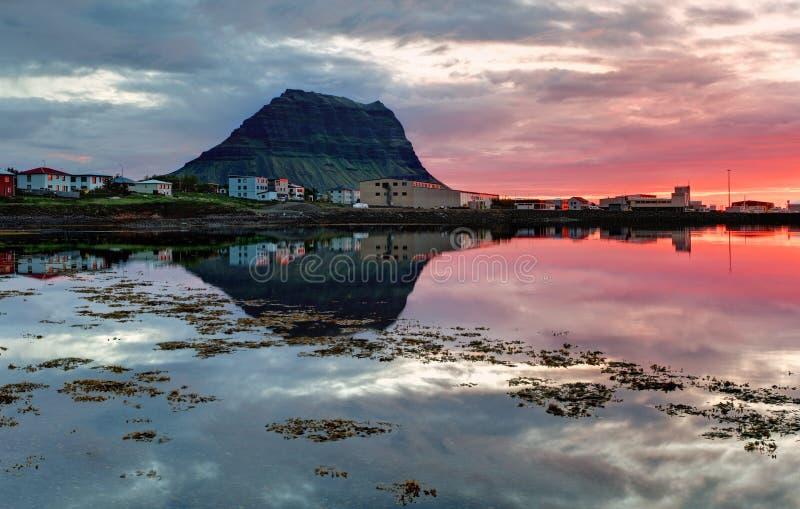 Paisagem bonita da montanha de Islândia foto de stock royalty free