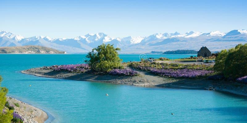 Paisagem bonita da montanha do jardim, do lago e da neve no lago Tekapo, ilha sul, Nova Zelândia fotografia de stock