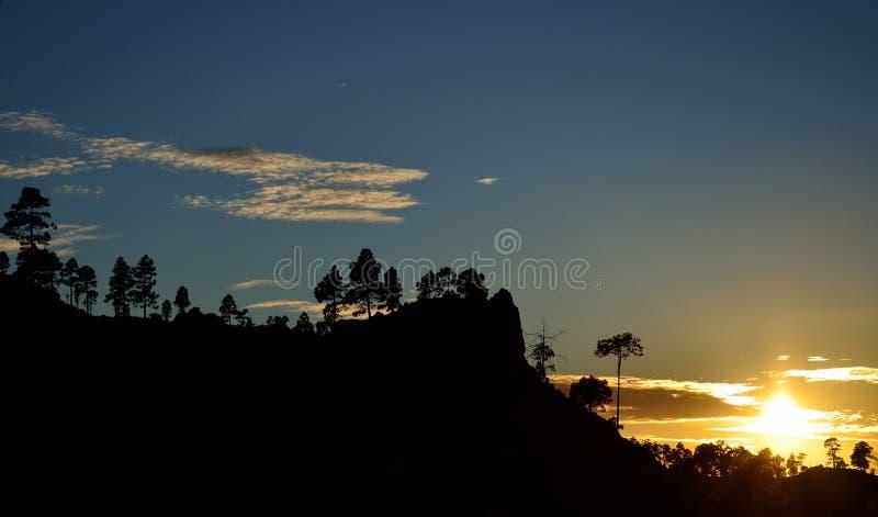 Download Paisagem Bonita Da Montanha No Por Do Sol Imagem de Stock - Imagem de ecology, contrastes: 107527487