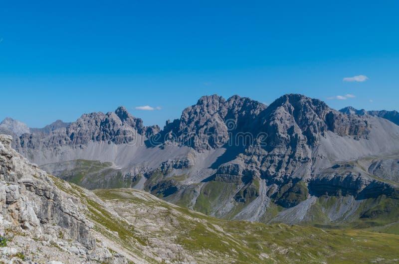 Paisagem bonita da montanha nos cumes de Lechtal, Tirol norte, Áustria fotografia de stock royalty free