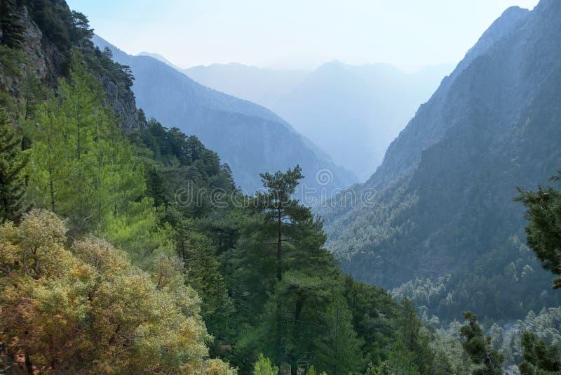 Paisagem bonita da montanha Vista das montanhas e do céu Desfiladeiro de Samaria Console de Crete em Greece imagens de stock
