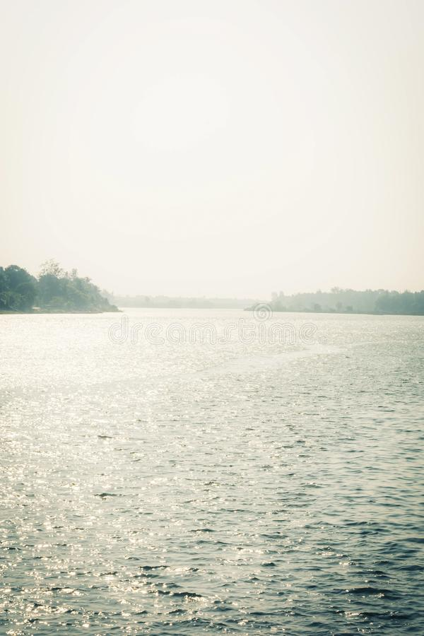 Paisagem bonita lateral do rio fotos de stock