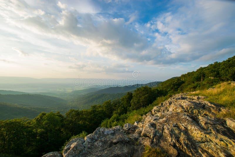 A paisagem cênico do verão negligencia sobre o Pa nacional de Shenandoah da movimentação fotografia de stock