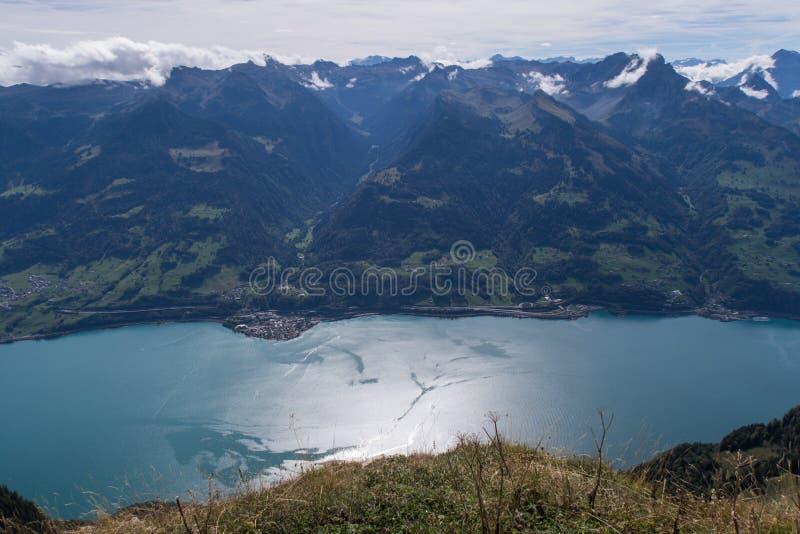 Paisagem cênico em Suíça: o St bonito galão de Walensee fotos de stock