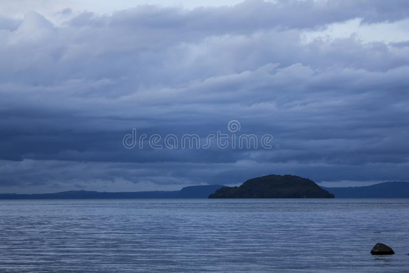 Paisagem calma do rio em Nova Zelândia imagem de stock