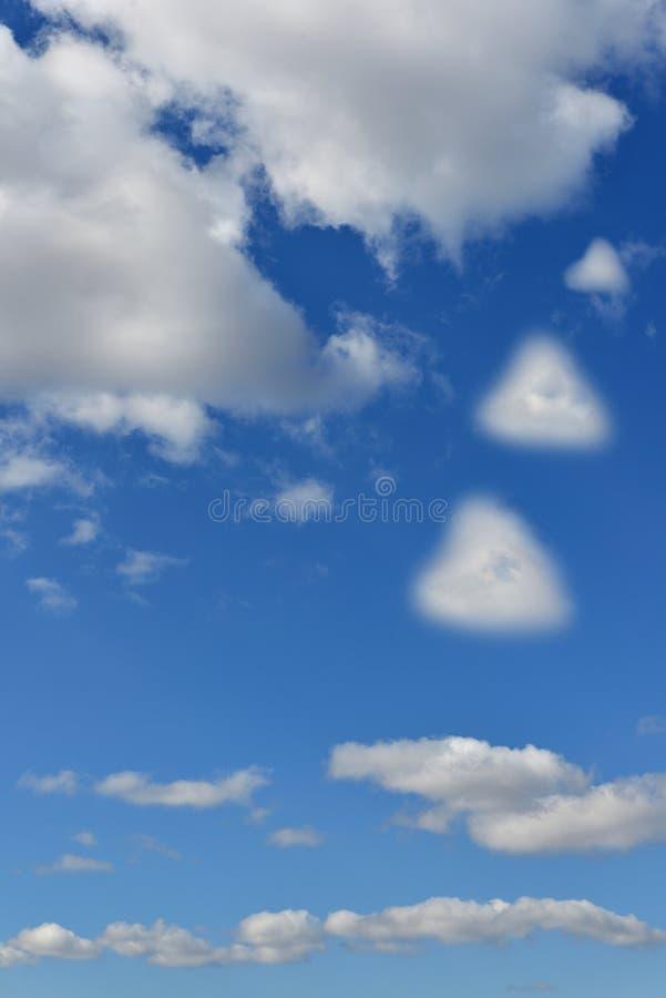 Paisagem celestial Nuvens que assemelham-se a corações imagem de stock royalty free