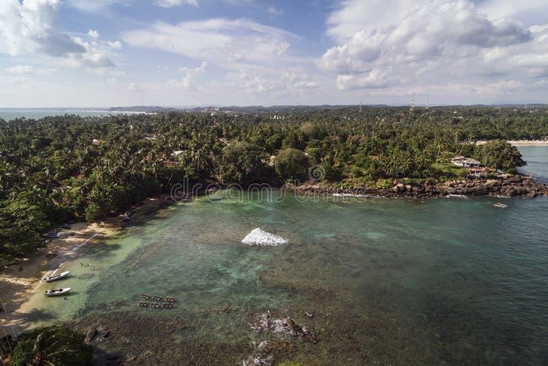 Paisagem colorida do litoral de Sri Lanka fotos de stock