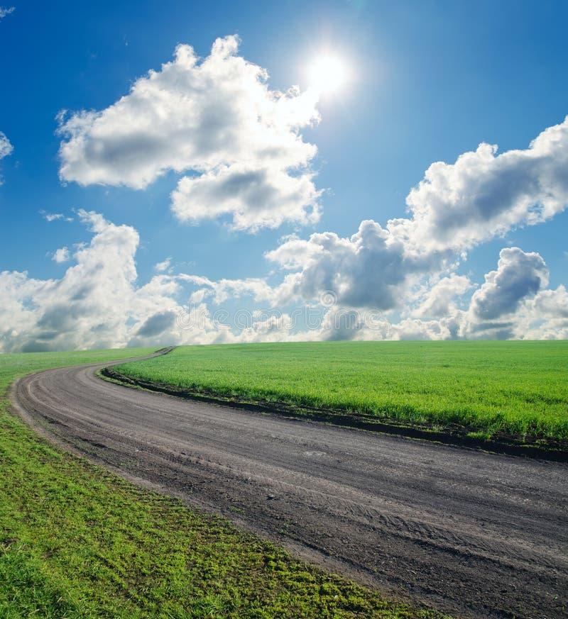 Paisagem com estrada rural foto de stock