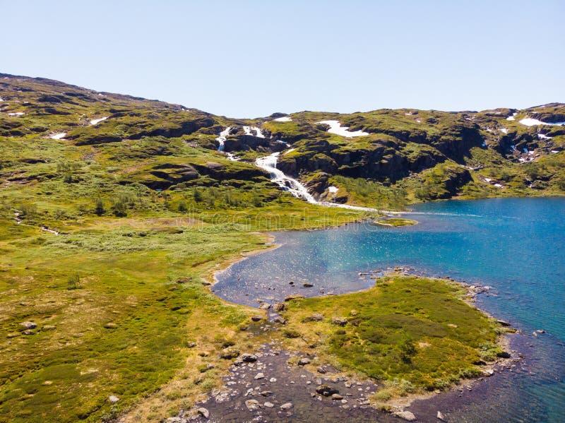 Paisagem com lago da montanha, Noruega imagens de stock royalty free
