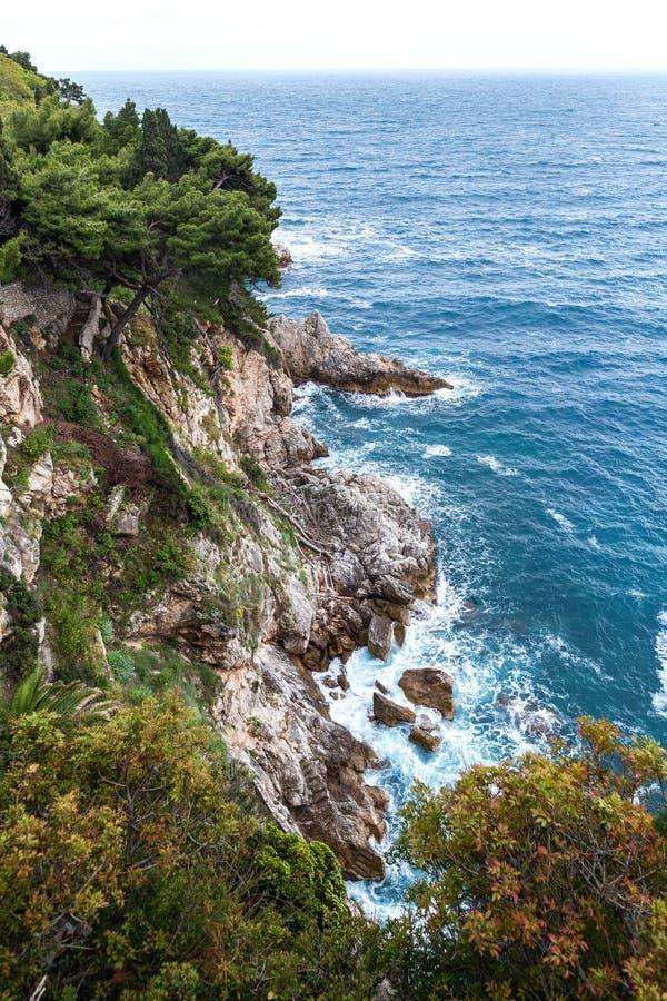 Paisagem com mar e rochas de adriático fotografia de stock royalty free
