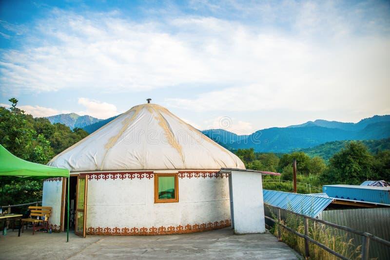 paisagem com nomands barraca e céu fotos de stock