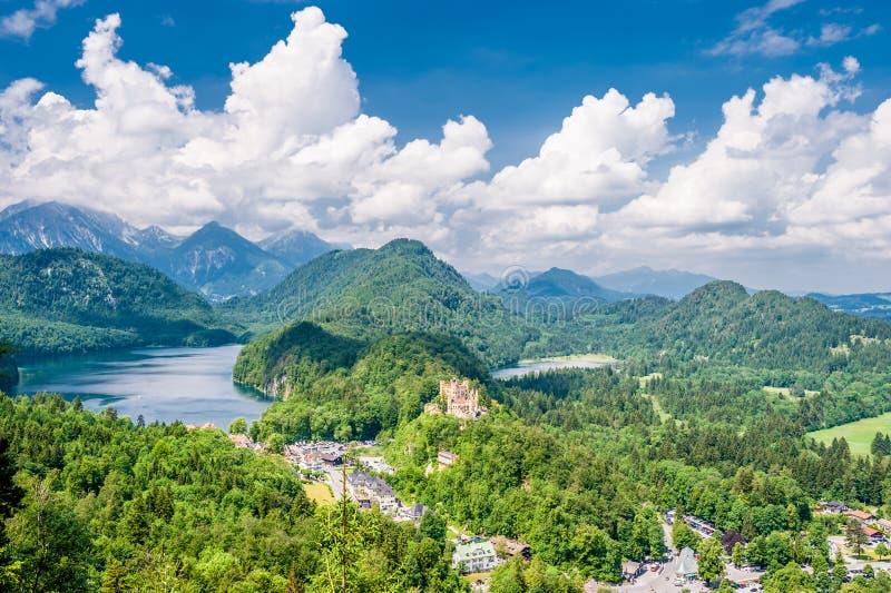 Paisagem com o castelo de Hohenschwangau em Alemanha fotos de stock royalty free