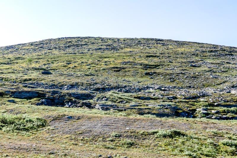 paisagem com rochas e o céu azul, imagem digital da foto bonita, na Suécia Escandinávia Europa norte fotografia de stock