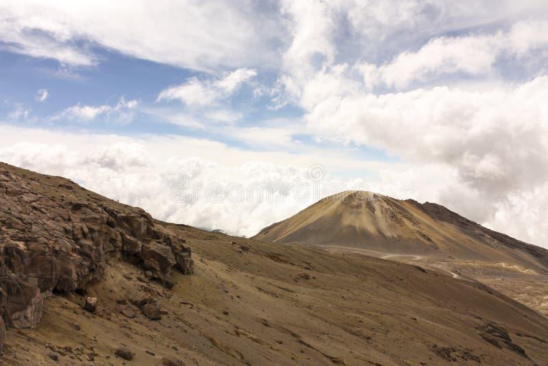 Paisagem com vulcão amarre Neve nacional do parque natural andean imagem de stock