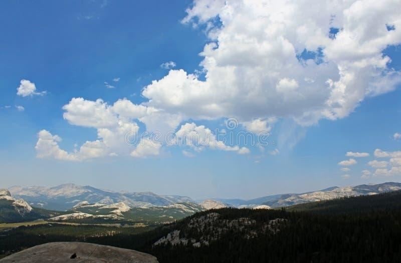 Paisagem da abóbada de Lembert, prados de Tuolumne, Yosemite imagens de stock