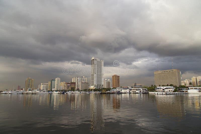 A paisagem da baía de Manila fotografia de stock royalty free