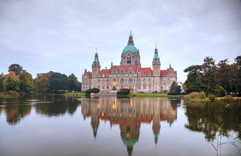 Paisagem da câmara municipal nova em Hanover, Alemanha fotos de stock royalty free