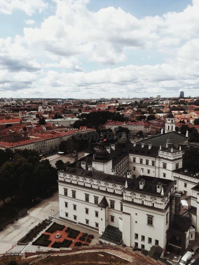 Paisagem da cidade de Vilnius: área histórica da cidade foto de stock