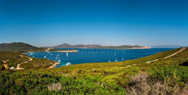 Paisagem da costa de Sardinia imagem de stock