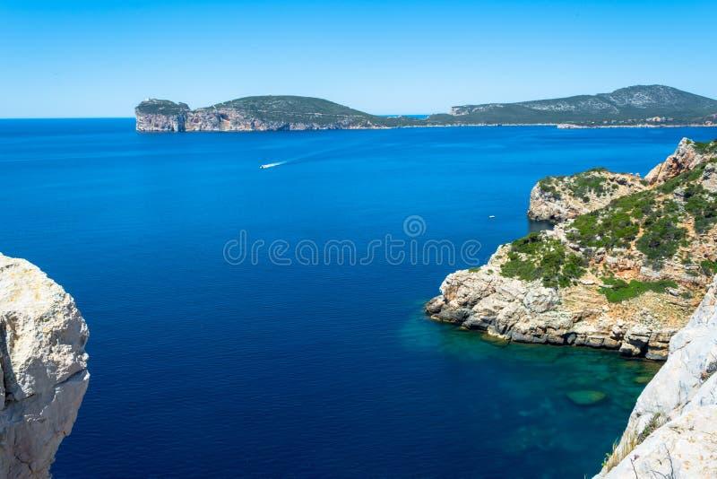 Paisagem da costa do Capo Caccia, em Sardinia fotos de stock royalty free