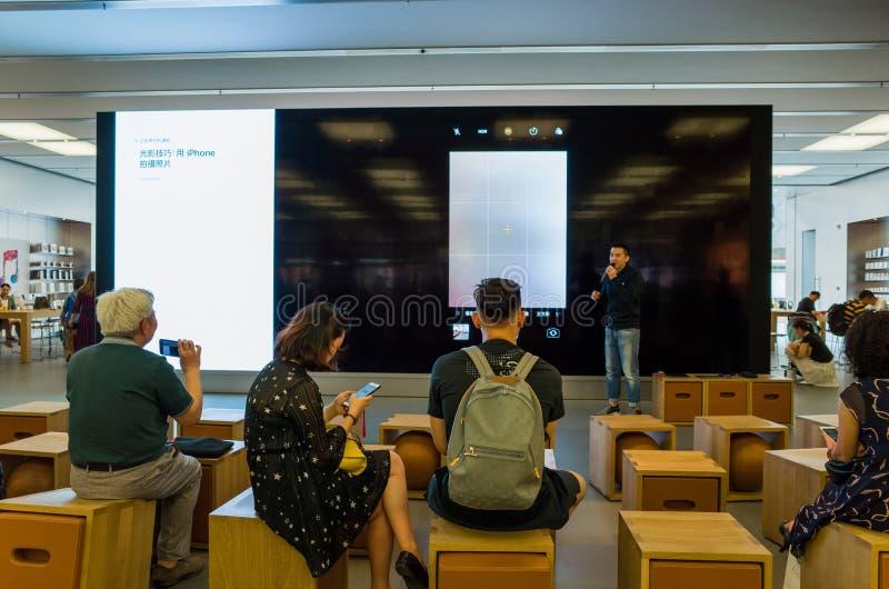 Paisagem da loja do telefone celular de Apple em Chengdu, China fotografia de stock royalty free