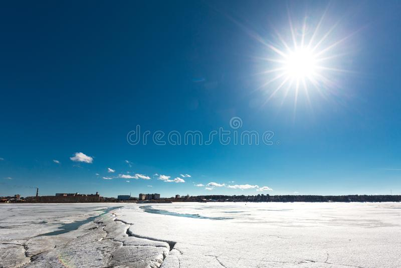 Paisagem da mola no rio Siberian Sibéria ocidental, Rússia fotografia de stock