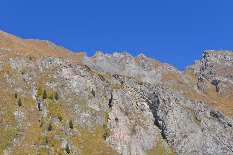 Paisagem da montanha alta com rochas fotos de stock