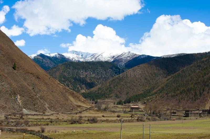 Paisagem da montanha da neve fotos de stock royalty free