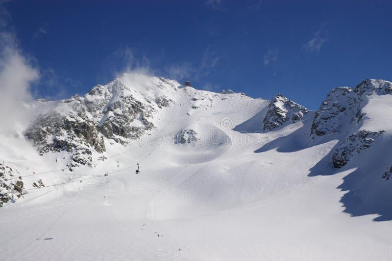 Paisagem da montanha da neve imagens de stock royalty free