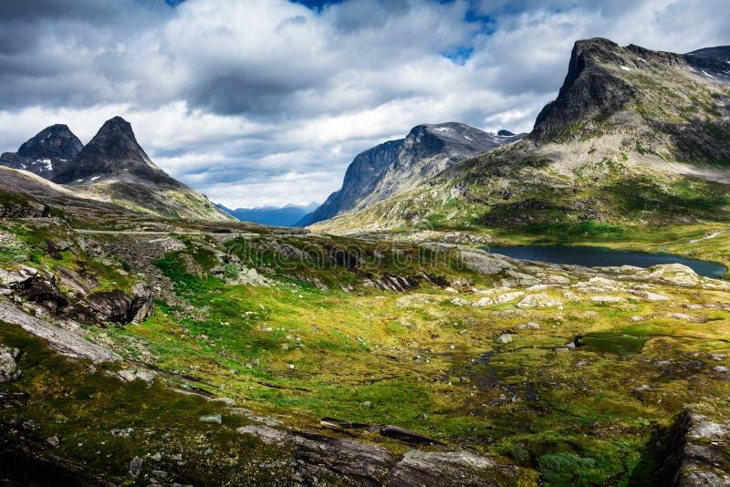 Paisagem da montanha de Noruega fotos de stock