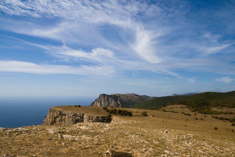 Paisagem da montanha elevada acima do mar fotos de stock