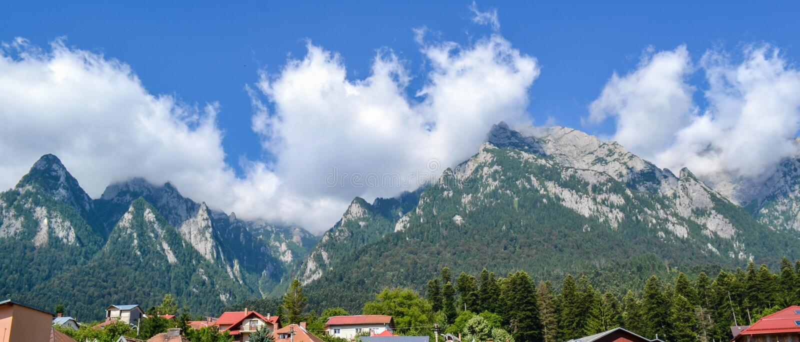 Paisagem da montanha nas montanhas Carpathian foto de stock royalty free