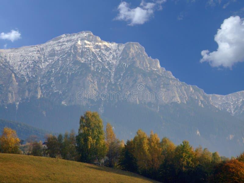 Paisagem da montanha no outono imagens de stock