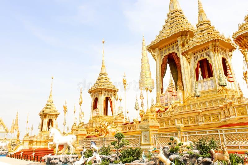 Paisagem da opinião bonita do ouro o crematório real para o HM o rei atrasado Bhumibol Adulyadej no 4 de novembro de 2017 imagens de stock