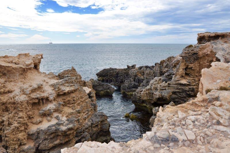 Paisagem da pedra calcária de Peron do ponto: Oceano Índico, Austrália Ocidental fotos de stock royalty free