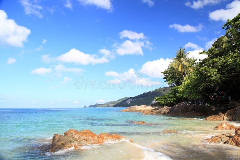 Paisagem da praia de Patong, Phuket, Tailândia imagem de stock