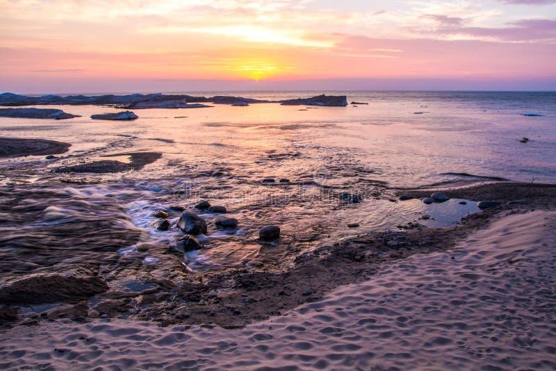 Paisagem da praia do por do sol imagens de stock