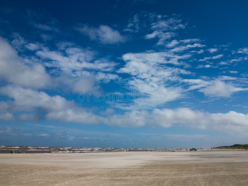 Paisagem da praia durante o dia fotografia de stock royalty free