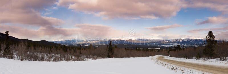 Paisagem da região selvagem Yukon Canadá do taiga do inverno fotos de stock