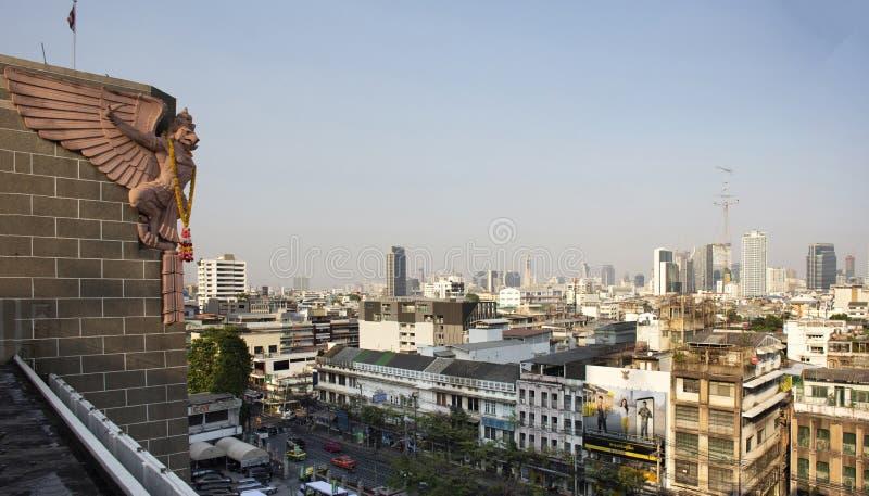 Paisagem da vista aérea e arquitetura da cidade da cidade de Banguecoque da construção postal grande no distrito de Rak do golpe  fotografia de stock royalty free