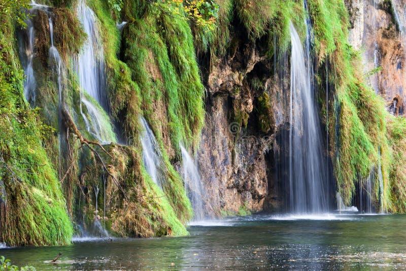 Download Paisagem das cachoeiras foto de stock. Imagem de quedas - 16850550