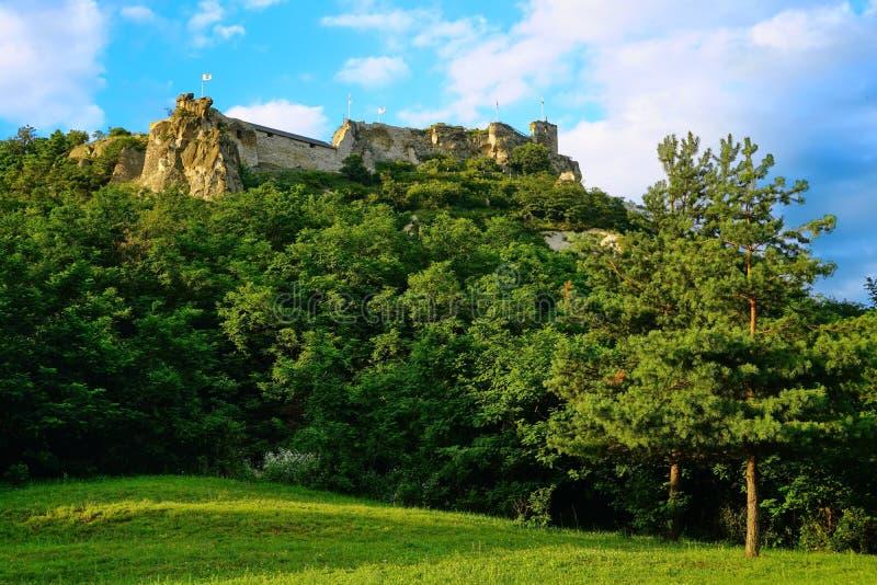 Paisagem das ruínas do castelo de Sirok, Hungria 2 foto de stock royalty free