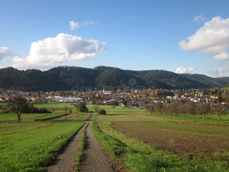Paisagem de Autumn City, Zell am Harmersbach, Offenburg, Alemanha imagem de stock