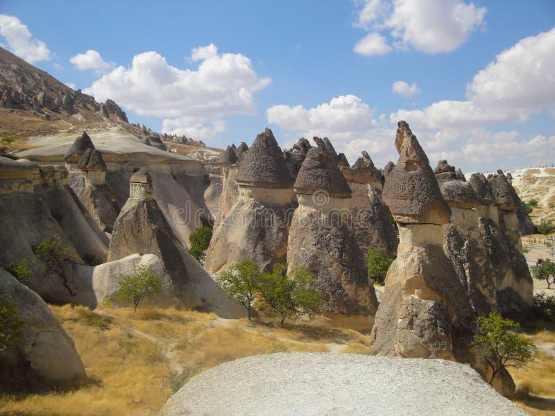 Paisagem de Cappadocia, rochas do arenito em Turquia fotos de stock