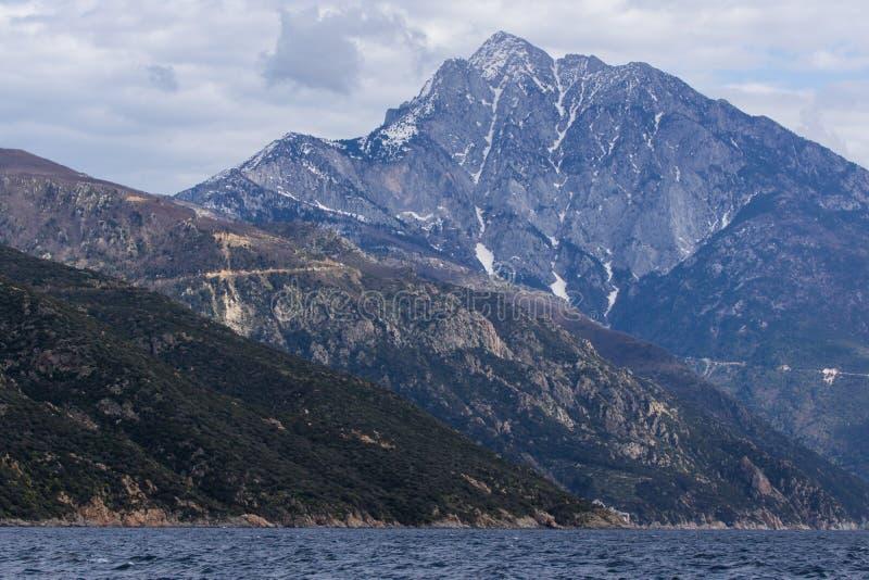 Paisagem de Monte Athos no estado monástico autônomo da montanha santamente, Chalkidiki, Grécia imagens de stock