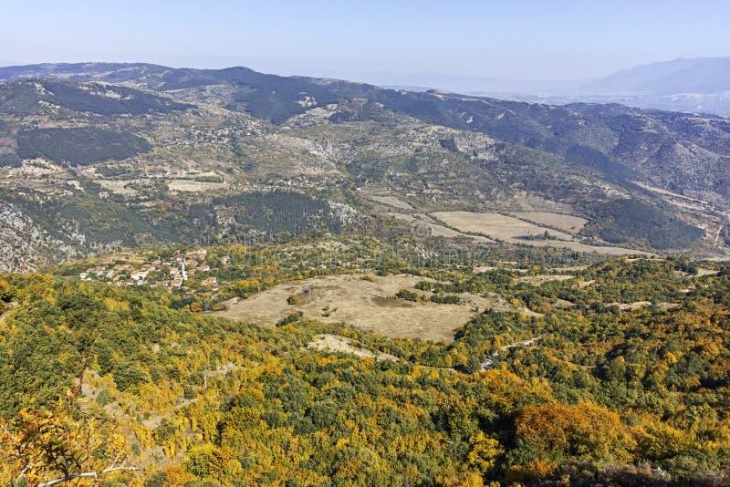 Paisagem de surpresa do outono da montanha de Ruen, Bulg?ria imagem de stock royalty free