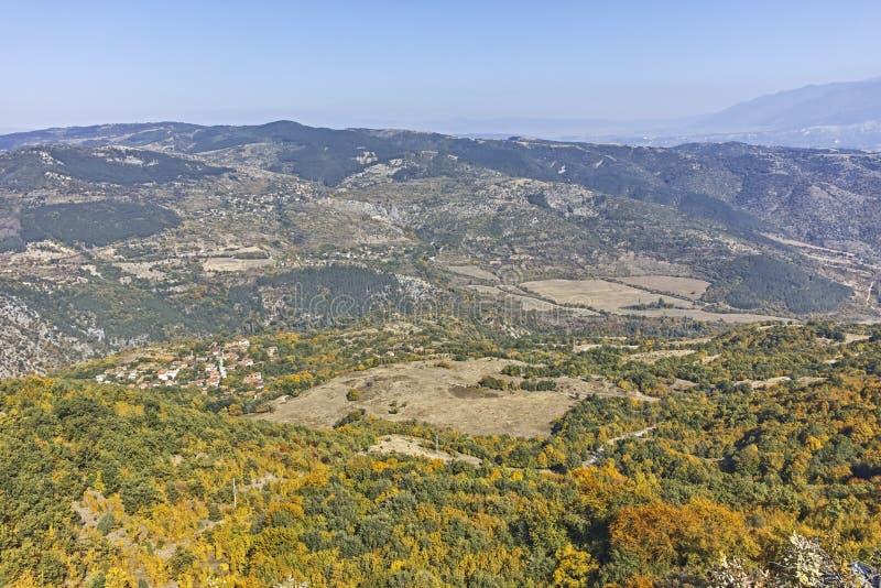 Paisagem de surpresa do outono da montanha de Ruen, Bulg?ria imagem de stock