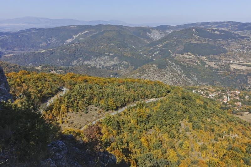 Paisagem de surpresa do outono da montanha de Ruen, Bulg?ria fotografia de stock royalty free
