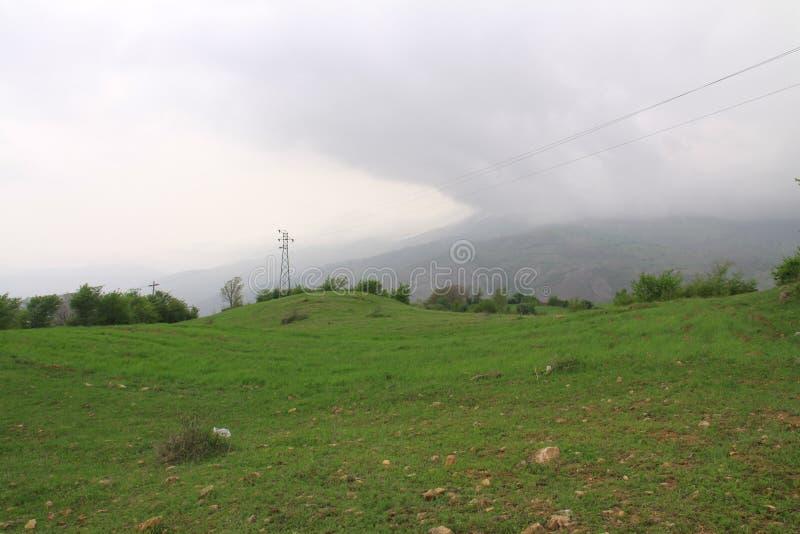 Paisagem de uma planície bonita perto das montanhas de Alborz em Irã, Gilan imagem de stock