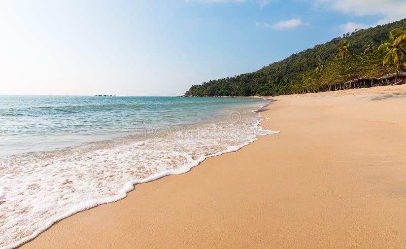 Paisagem do abrandamento do céu da praia do mar fotografia de stock royalty free